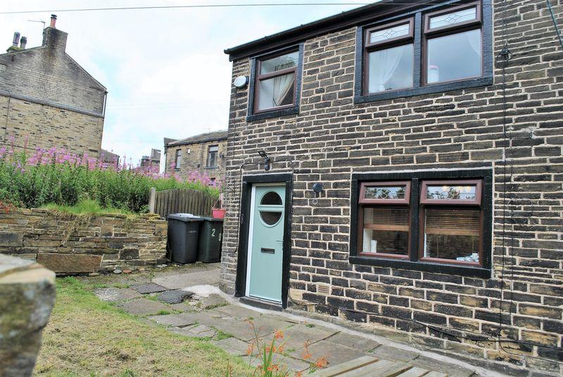 2 Bedrooms Unique Property for sale in Thornton Road, Queensbury, BD13 1PF