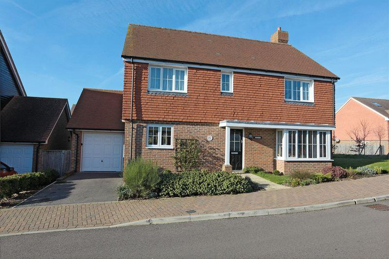 4 Bedrooms Detached House for sale in Sand Ridge, Uckfield, East Sussex