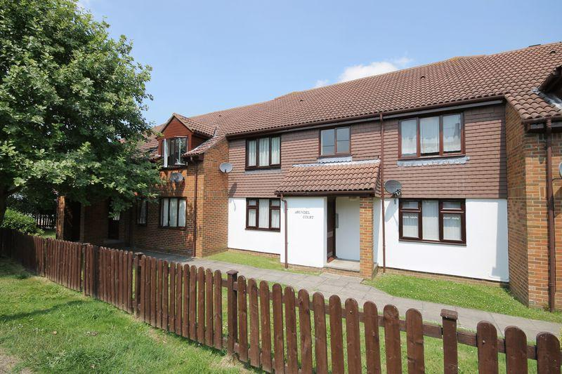 1 Bedroom Flat for sale in Arundel Court, West Street, Burgess Hill, West Sussex.