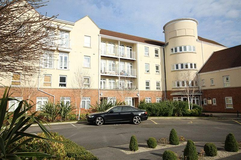 2 Bedrooms Flat for sale in Ridley Court, East Barnet