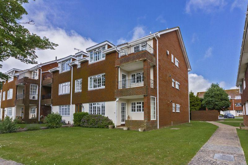 2 Bedrooms Flat for sale in Lamorna Grove, Worthing