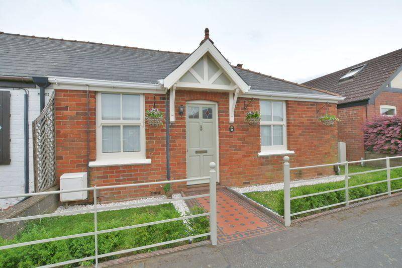 4 Bedrooms Semi Detached Bungalow for sale in Hawthorn Avenue, Cherry Willingham, Lincoln