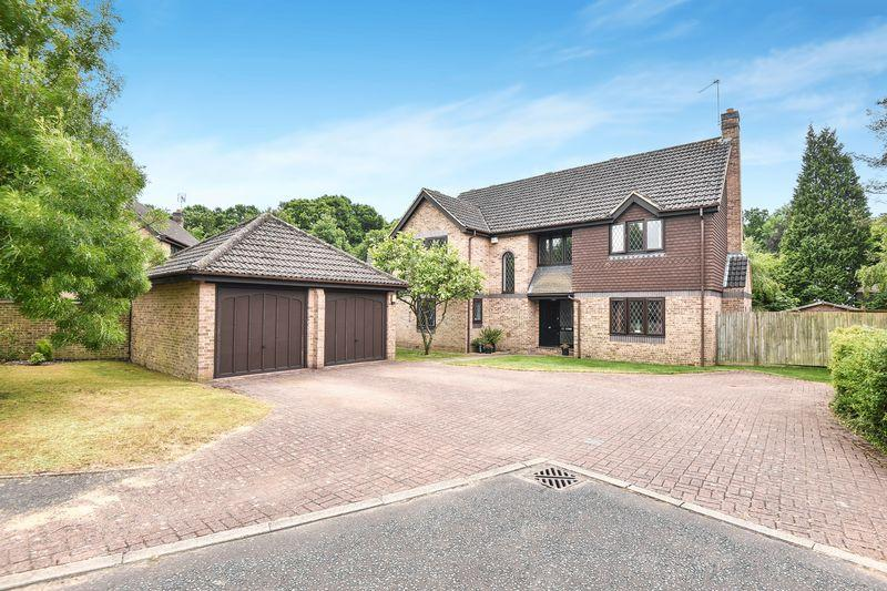 5 Bedrooms Detached House for sale in Hammond End, Farnham Common, Buckinghamshire