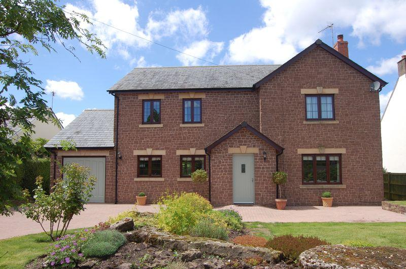 4 Bedrooms Detached House for sale in Trelleck, Monmouth
