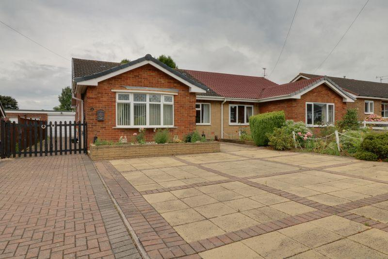 3 Bedrooms Semi Detached Bungalow for sale in Valley View Drive, Scunthorpe