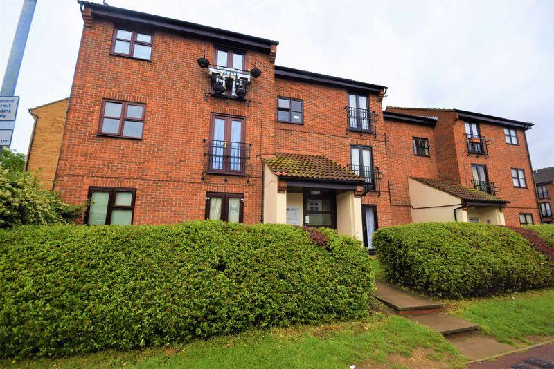 1 Bedroom Apartment Flat for sale in Shafter Road, Dagenham