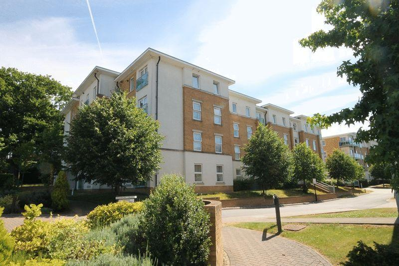 1 Bedroom Apartment Flat for sale in LEATHERHEAD - HIGHBURY DRIVE
