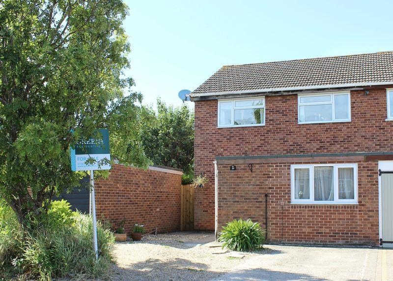 3 Bedrooms Semi Detached House for sale in Nobles Close, Grove