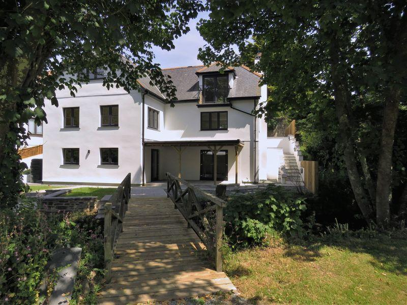 4 Bedrooms Detached House for sale in Perrancoombe, Perranporth