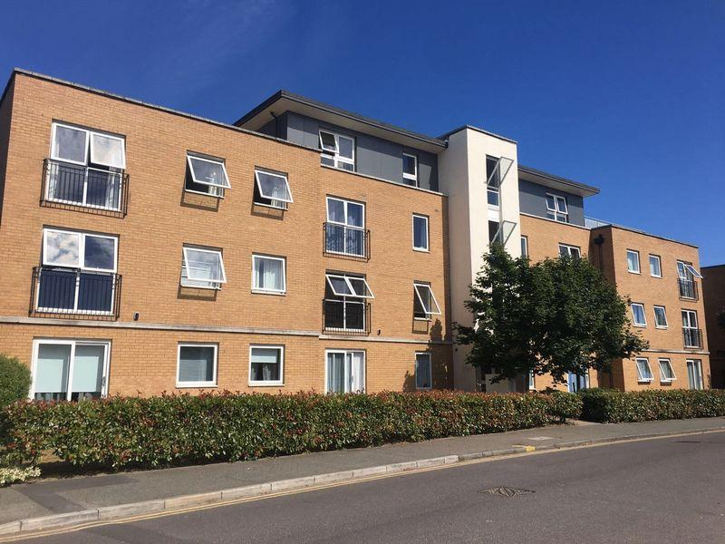 1 Bedroom Apartment Flat for sale in Galleries Court, Kenway, Southend-On-Sea