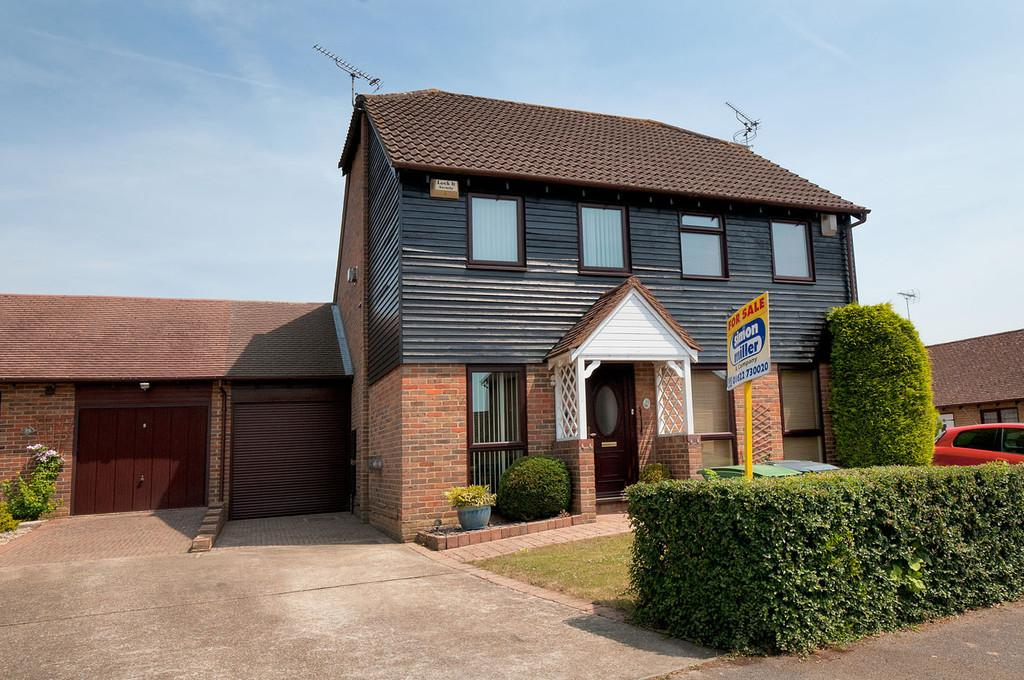 2 Bedrooms Semi Detached House for sale in Tasker Close, Bearsted