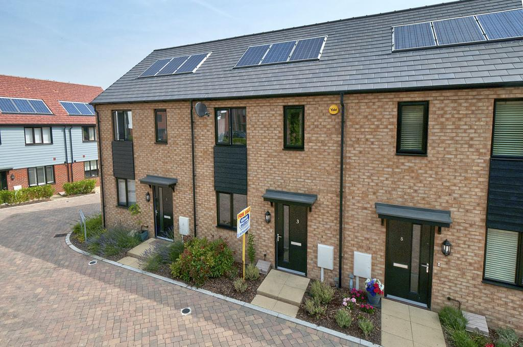 2 Bedrooms Terraced House for sale in Pritchard Place, Leybourne Chase