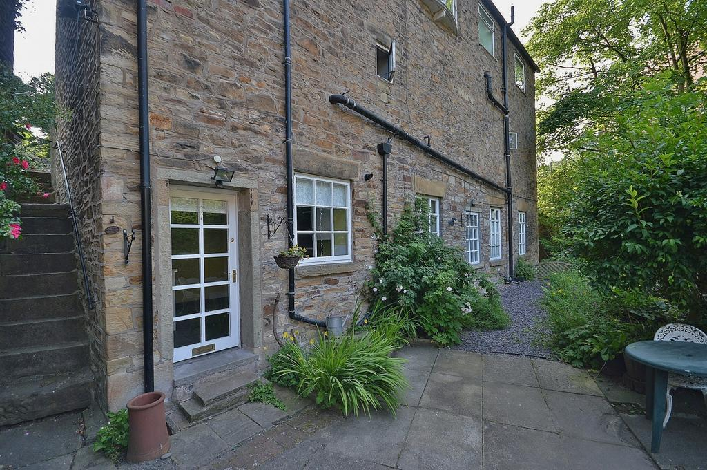 2 Bedrooms Apartment Flat for sale in Town Street, Marple Bridge
