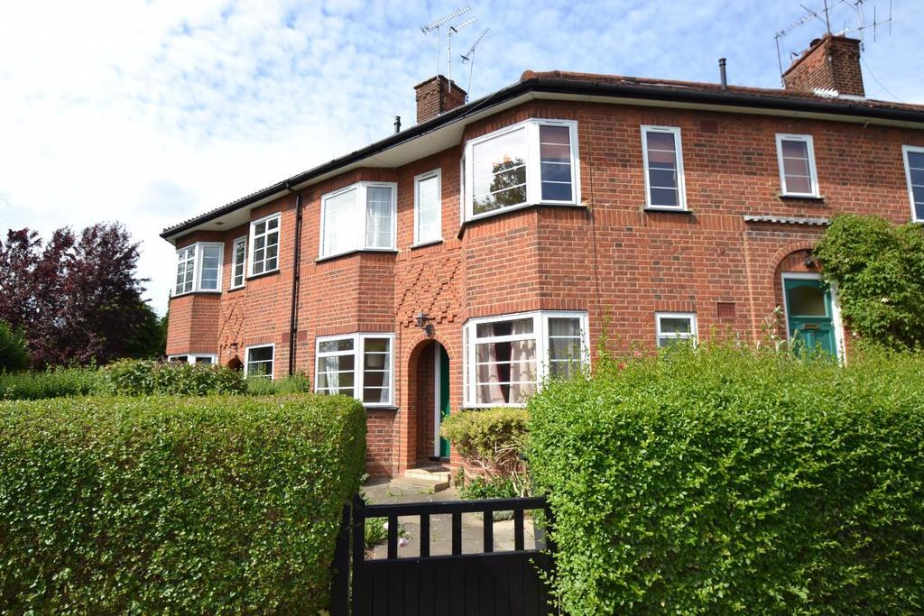 2 Bedrooms Maisonette Flat for sale in Wickwood Court, St Albans