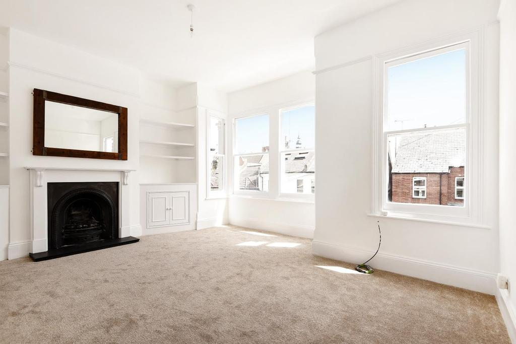 2 Bedrooms Flat for sale in Dorothy Road, Battersea