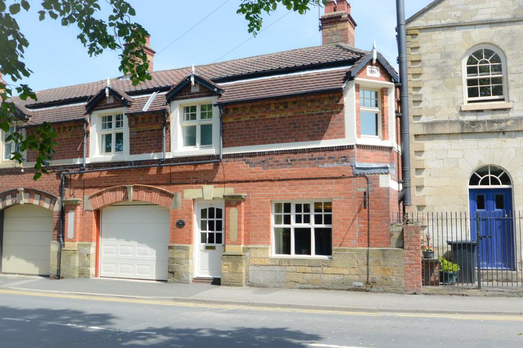 3 Bedrooms Cottage House for sale in Low Moorgate, Rillington, Malton YO17