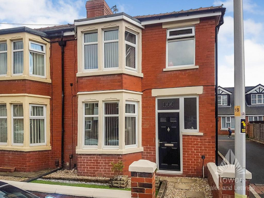 2 Bedrooms Semi Detached House for sale in Harcourt Road, Blackpool