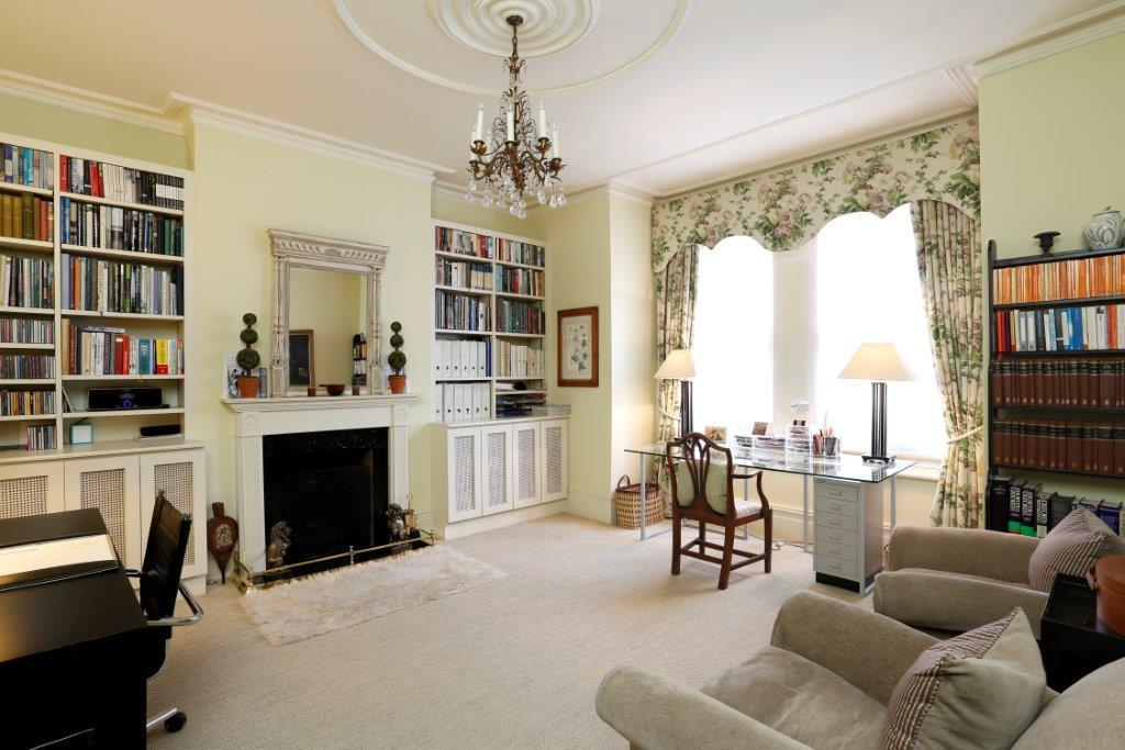 6 Bedrooms Terraced House for sale in Drakefield Road, London SW17