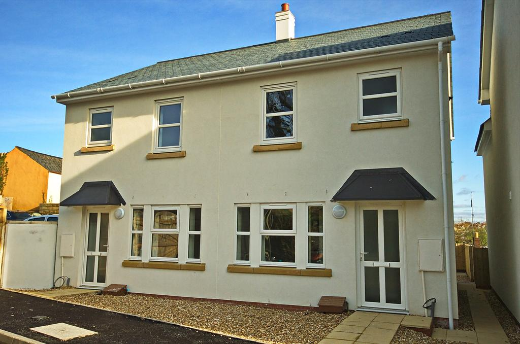 2 Bedrooms Semi Detached House for sale in Ackland Close, Bideford