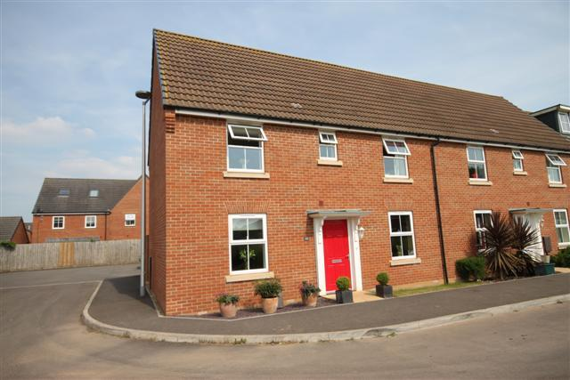 3 Bedrooms End Of Terrace House for sale in Swallow Way, Cullompton EX15 1GH