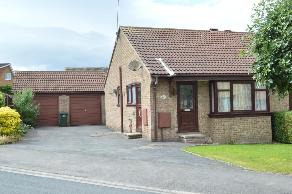 2 Bedrooms Semi Detached Bungalow for sale in Manor Road, Tadcaster LS24