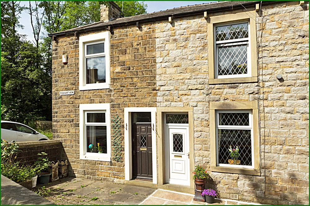 2 Bedrooms Terraced House for sale in 396 Colne Road, Kelbrook BB18