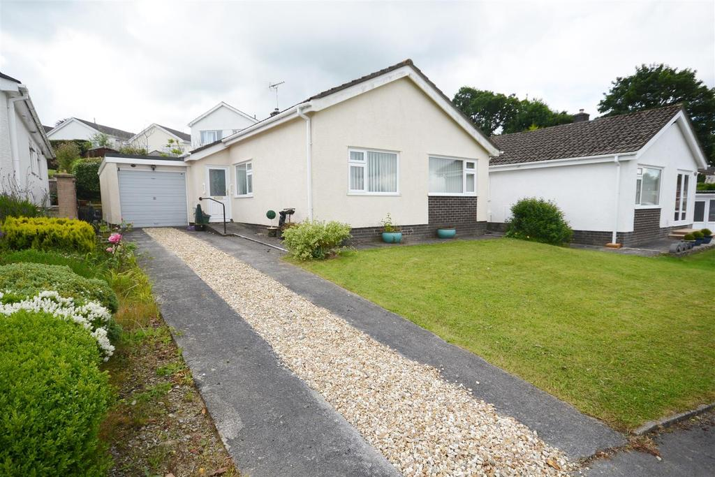 3 Bedrooms Detached Bungalow for sale in Elder Grove, Llangunnor, Carmarthen