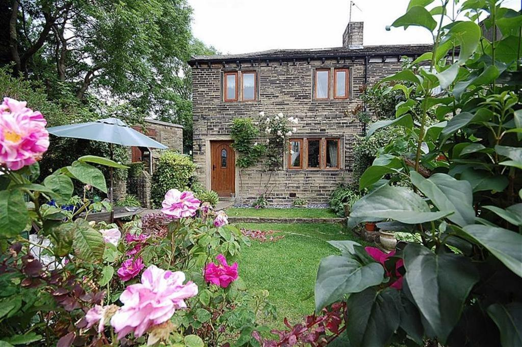 2 Bedrooms Terraced House for sale in Lascelles Hall Road, Lascelles Hall, Huddersfield, HD5