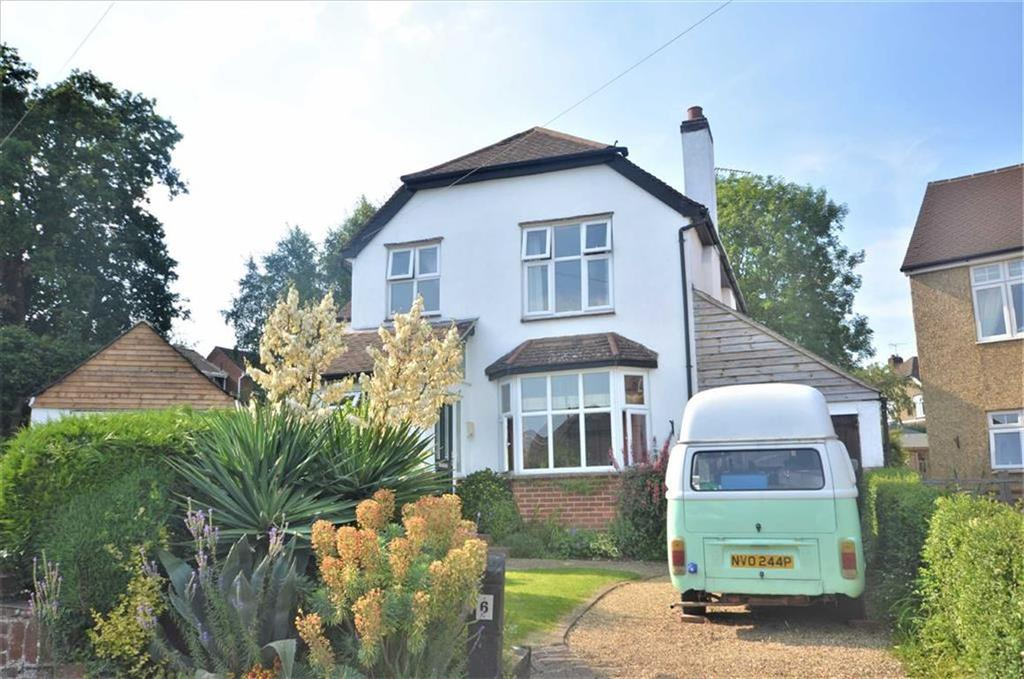 4 Bedrooms Detached House for sale in West Close, Farnham