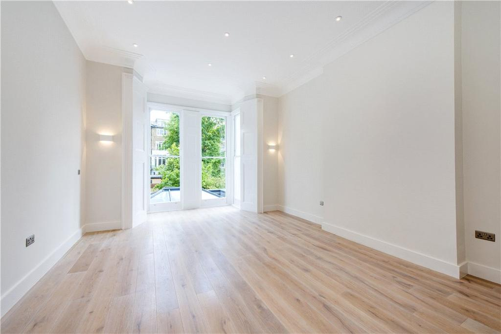 2 Bedrooms Flat for sale in Lancaster Grove, Belsize Park, London, NW3