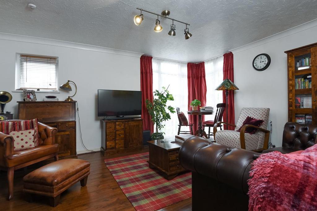 1 Bedroom Flat for sale in Eleanor Close, Surrey Quays, SE16