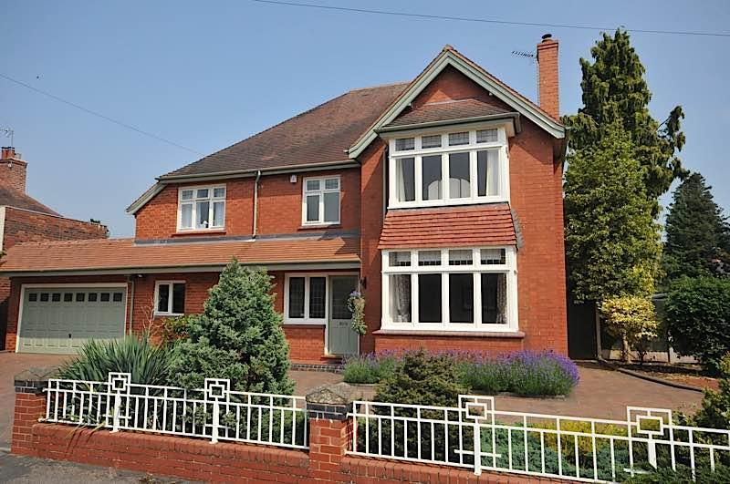 5 Bedrooms Detached House for sale in HAGLEY - Brook Crescent
