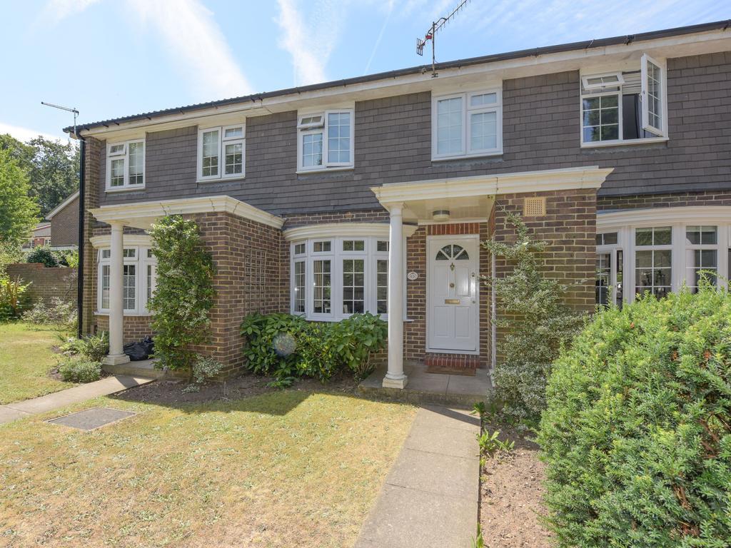 3 Bedrooms Terraced House for sale in Marlborough Drive, Weybridge KT13