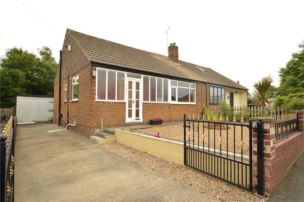 2 Bedrooms Semi Detached Bungalow for sale in Scatcherd Lane, Morley, Leeds