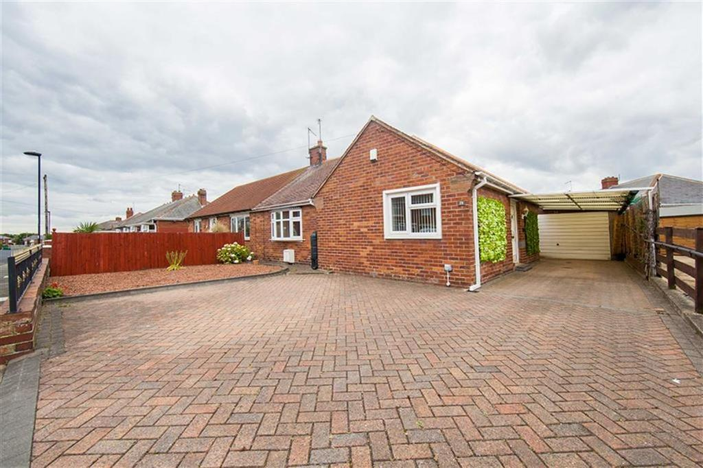2 Bedrooms Semi Detached Bungalow for sale in Henderson Road, Wallsend, Tyne And Wear, NE28