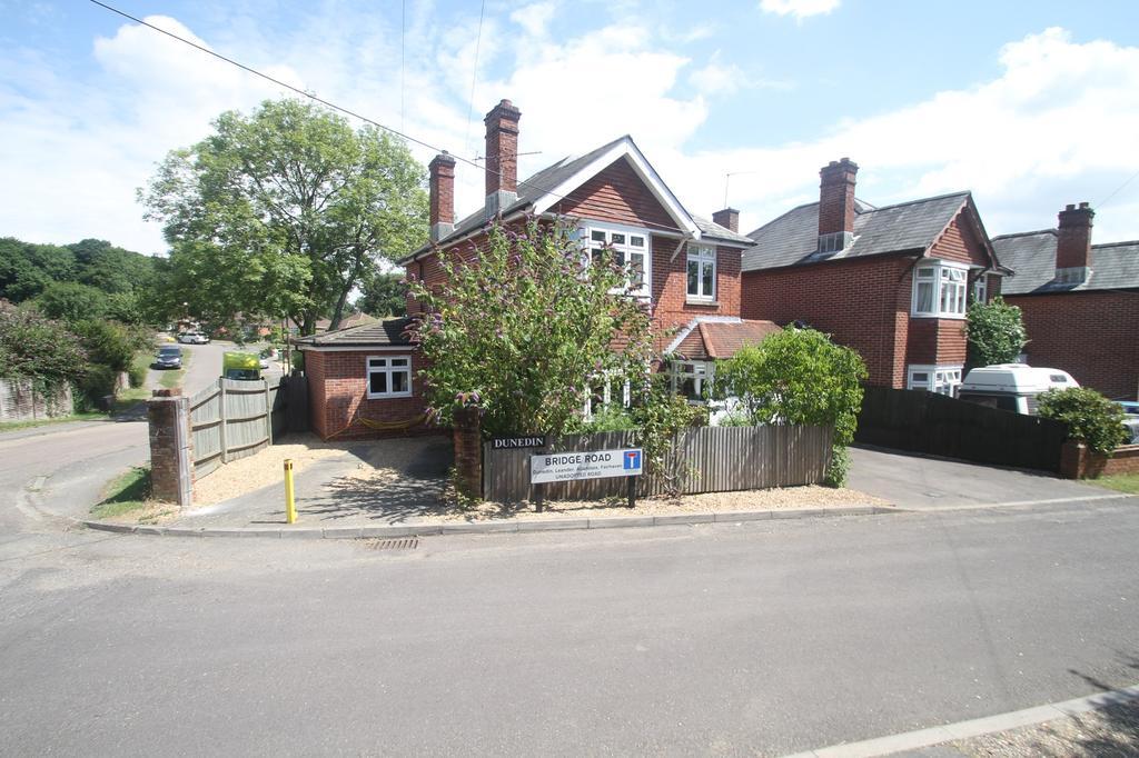 4 Bedrooms Detached House for sale in Bridge Road, Bursledon, Southampton SO31
