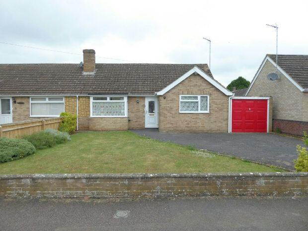 3 Bedrooms Semi Detached Bungalow for sale in Ashcroft Road, Banbury