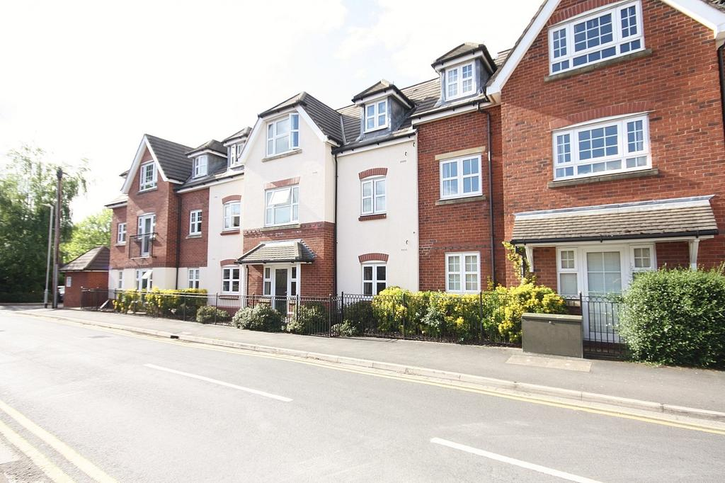 2 Bedrooms Apartment Flat for sale in Wilmslow Court, Sagars Road, Handforth