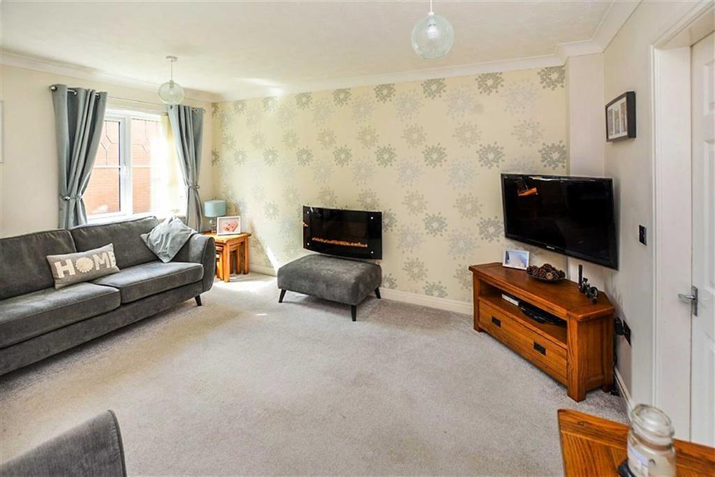 3 Bedrooms Semi Detached House for sale in Callowhill Drive, Castle Grange, Hull, HU7