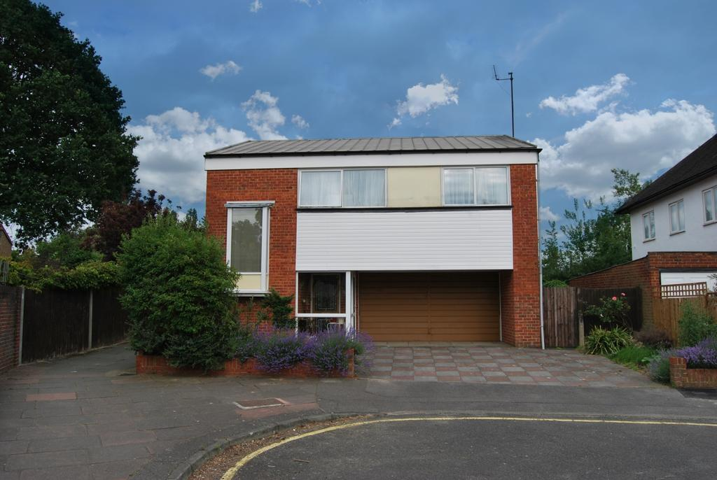 3 Bedrooms Detached House for sale in Sandford Road Bromley BR2