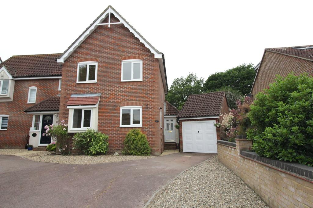 3 Bedrooms Semi Detached House for sale in Berberis Close, Langdon Hills, Essex, SS16