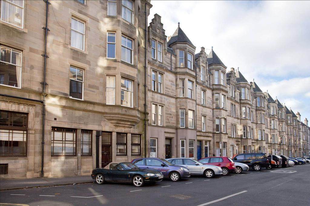3 Bedrooms Flat for sale in 4 Montpelier Park, Bruntsfield, EH10 4NJ
