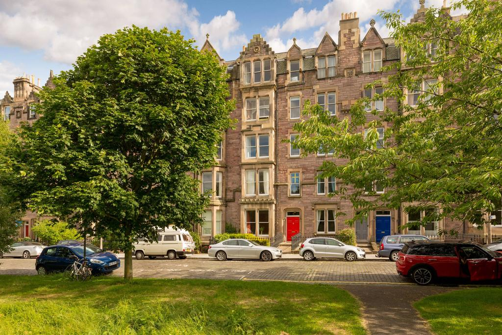 3 Bedrooms Flat for sale in Flat 3F1, 12 Warrender Park Terrace, Marchmont, EH9 1EG