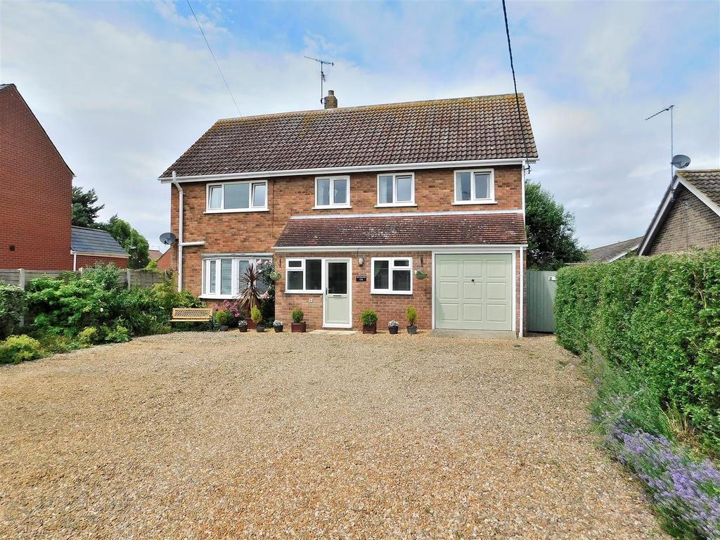 5 Bedrooms Detached House for sale in Post Office Road, Dersingham, King's Lynn