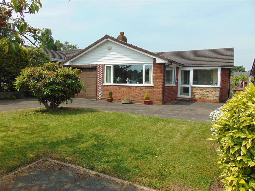 3 Bedrooms Detached Bungalow for sale in Kingsbury Close, Walsall