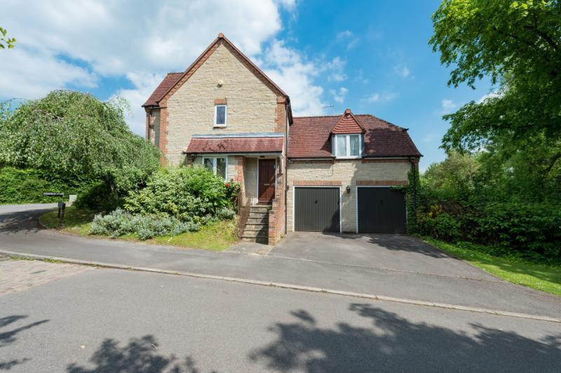 3 Bedrooms Apartment Flat for sale in Dorchester Close, Headington, Oxford, Oxfordshire