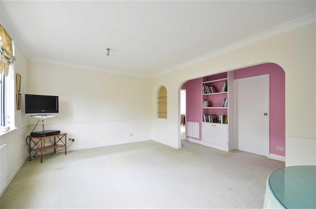 2 Bedrooms Apartment Flat for sale in Swan Court, Chorleywood, Hertfordshire
