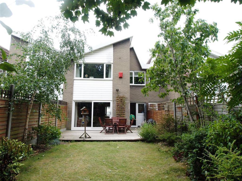3 Bedrooms Terraced House for sale in Ellesmere Avenue, Beckenham