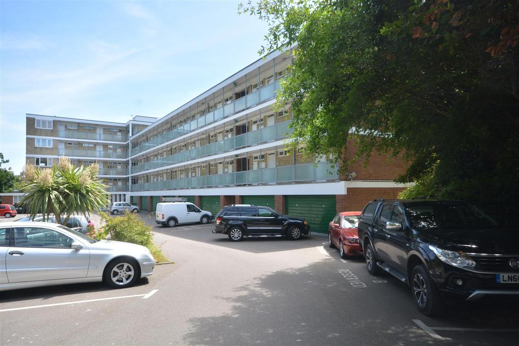 1 Bedroom Flat for sale in Quarry Hill, St. Leonards-On-Sea