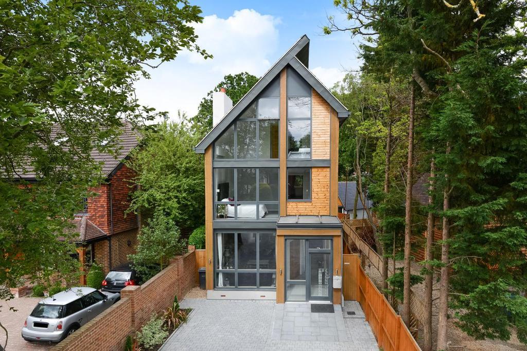 4 Bedrooms Detached House for sale in Oakwood Close, Chislehurst, BR7